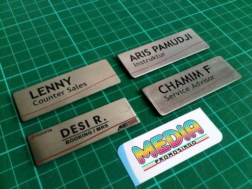 Name Tag Auto 2000