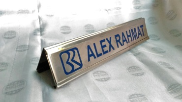 Name Desk BRI rel Stainless 03