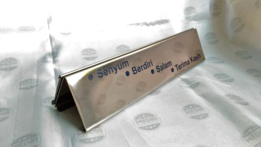 Name Desk BRI rel Stainless 05